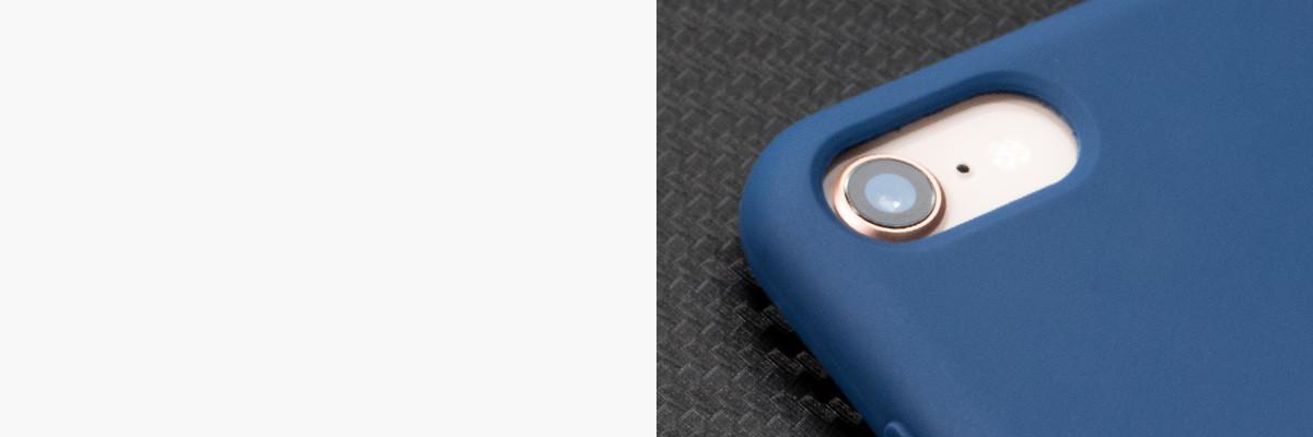 Perfekcyjnie wycięty otwór na aparat w silikonowej obudowie na tył IPhone 8 / 7
