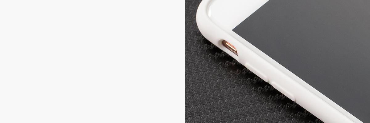 Wyprofilowane wewnątrz przyciski ułatwiają korzystanie z  iPhone Xr
