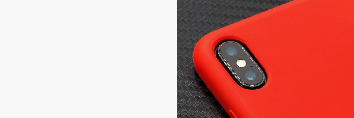 Perfekcyjnie wycięty otwór na aparat w silikonowej obudowie na tył Apple iPhone Xs MAX (A1921)