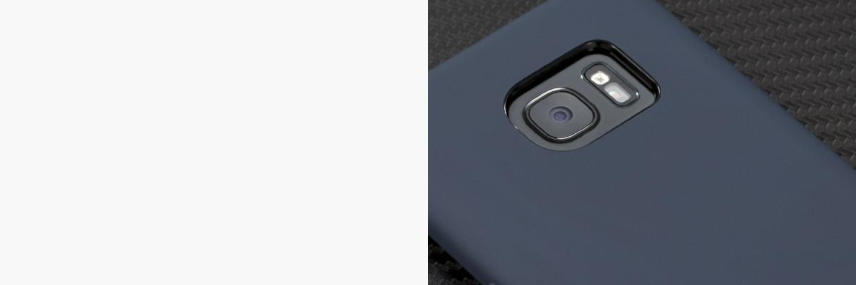Perfekcyjnie wycięty otwór na aparat w silikonowej obudowie na tył Samsung Galaxy S7 edge (G935F)