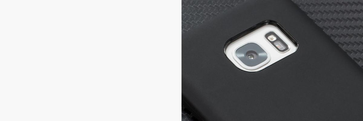 Perfekcyjnie wycięty otwór na aparat w silikonowej obudowie na tył Samsung Galaxy S7